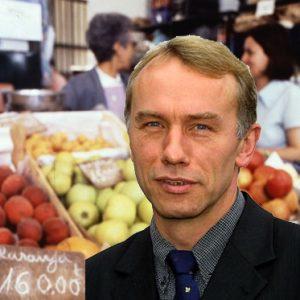 Bernhard Daldrup vor Gemüsestand