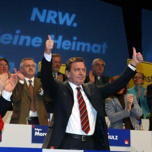 Gerhard Schröder auf dem Landesparteitag der NRWSPD am 14.02.2004 in Bochum