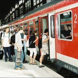 Deutsche Bahn, Fahrgäste beim Einstieg