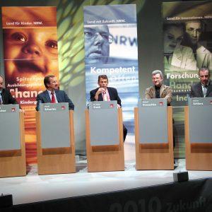 Podium der Themenoffensive Arbeit in Oberhausen am 08. 11. 03