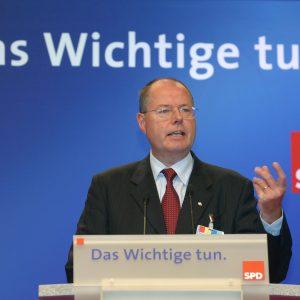 Rede von Peer Steinbrück während des Bundesparteitages in Bochum am 19. 11. 03