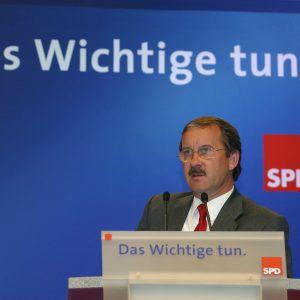 Rede von Harald Schartau während des Bundesparteitages in Bochum am 19. 11. 03