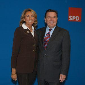 Gudrun Hock und Gerhard Schröder