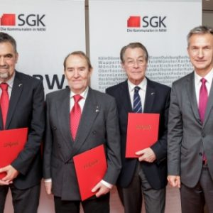 Hans-Walter Schneider (Winterberg), Heinz Müller (Olpe), Franz Müntefering (Herne) und Frank Baranowski, SGK-Vorsitzender und Oberbürgermeister von Gelsenkirchen.