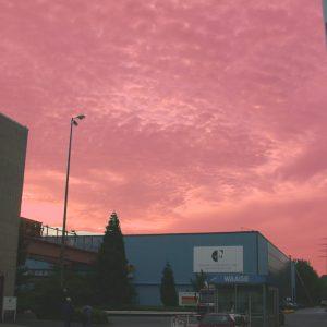 Morgenröte vor dem Gebäude Mannesmann am 17. 06. 02