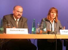 Prof. Menzel und  Bundesbildungsministerin Edelgard Bulmahn am 15. 07. 02