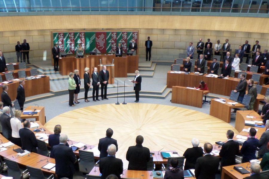 Vereidigung der drei neuen NRW-Landesminister Christina Kampmann, Rainer Schmeltzer und Franz-Josef Lersch-Mense im nordrhein-westfälischen Landtag