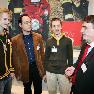 Daniel, Mirko und Alexander mit Michael Groschek: Drei Junggenossen auf dem Programmkonvent im Gespräch mit dem NRW-Generalsekretär