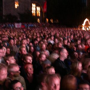 Publikum während der Wahlkampfveranstaltung in Aachen am 13. 09. 02