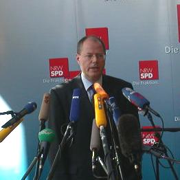 Pressekonferenz mit Peer Steinbrück am 08. 10. 02