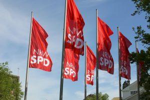 Fahnen der NRWSPD in Duisburg