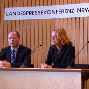 Peer Steinbrück während der Landespressekonferenz am 12. 11. 02