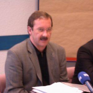 Harald Schartau während der Pressekonferenz Landesvorstand in Duisburg am 16. 11. 02