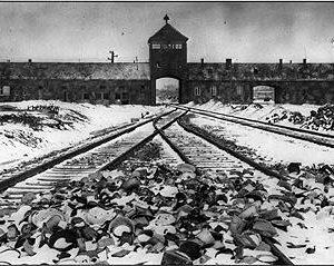 Schwarz Weis-Bild vom Konzentrationslager Auschwitz
