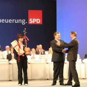 Kurt Beck bedankt sich bei Mathias Platzeck