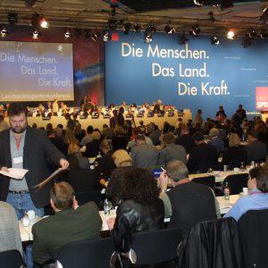 Plenum der Landesdelegiertenkonferenz am 16. 03. 02 in Düsseldorf