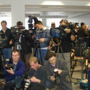 Versammelte Pressevertreter am 15. 03. 02