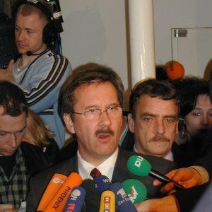 Pressekonferenz am 15. 03. 02 mit Schartau, Groschek