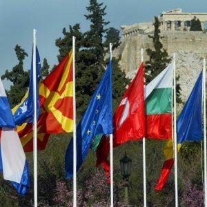 Europafahnen vor Akropolis