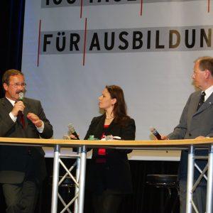 Harald Schartau und Peer Steinbrück während der Veranstaltung 100 Tage Maßarbeit für Ausbildung am 29. 04. 03