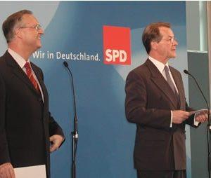 Pressekonferenz mit Hans Eichel und Franz Müntefering am 26. 04. 02
