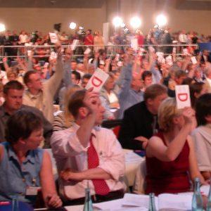 Abstimmung der Deligierten während des Bundesparteitages am 01. 06. 03