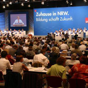 Deligierte beim Landesparteitag in Bochum am 14. 06. 03