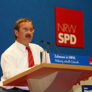 Rede von Harald Schartau während des Landesparteitages in Bochum am 14. 06. 03