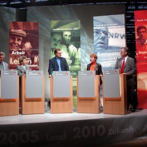Diskussionsrunde während der Themenoffensive Bildung am 10. 10. 03 in Herne