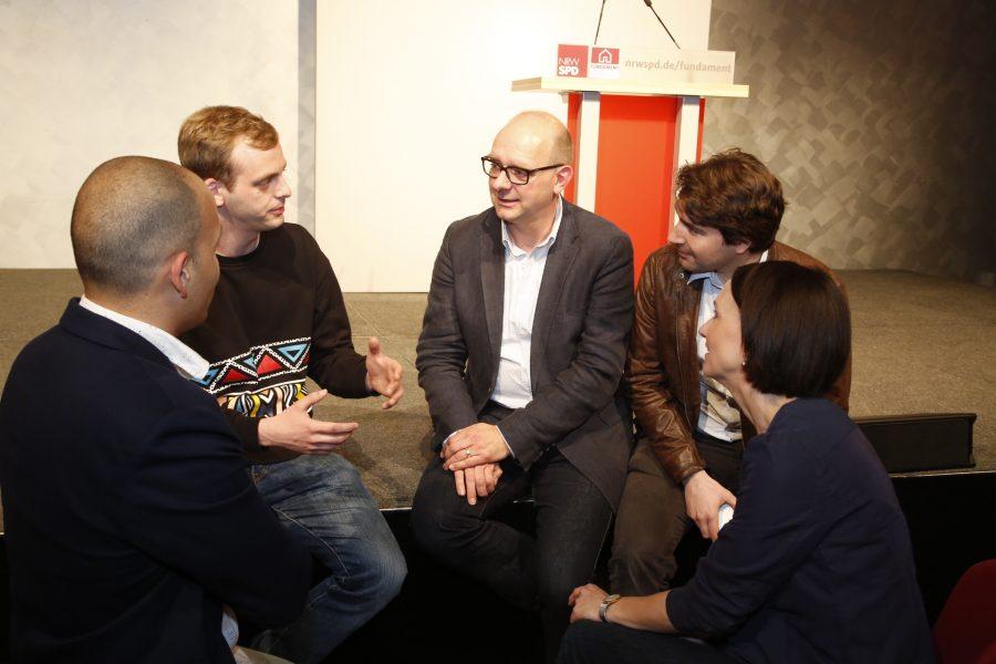 Andre Stinka im Gespräch mit SPD-Mitgliedern