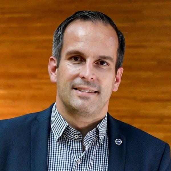 Porträtfoto von Arndt Kohn im EU-Parlament in Straßburg