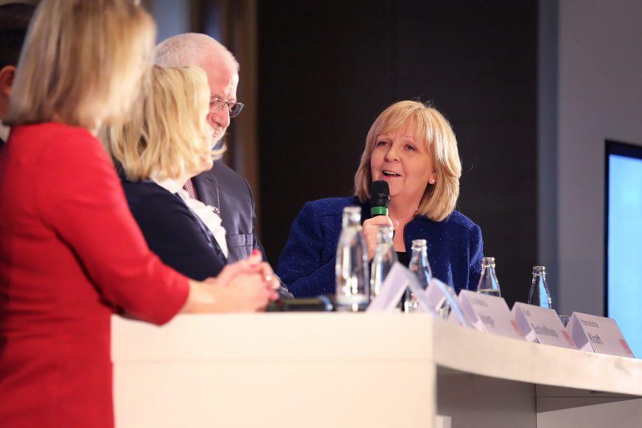 Hannelore Kraft beantwortet eine Frage aus dem Publikum.