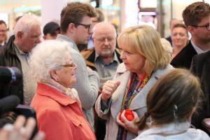 Hannelore Kraft beim Straßenwahlkampf