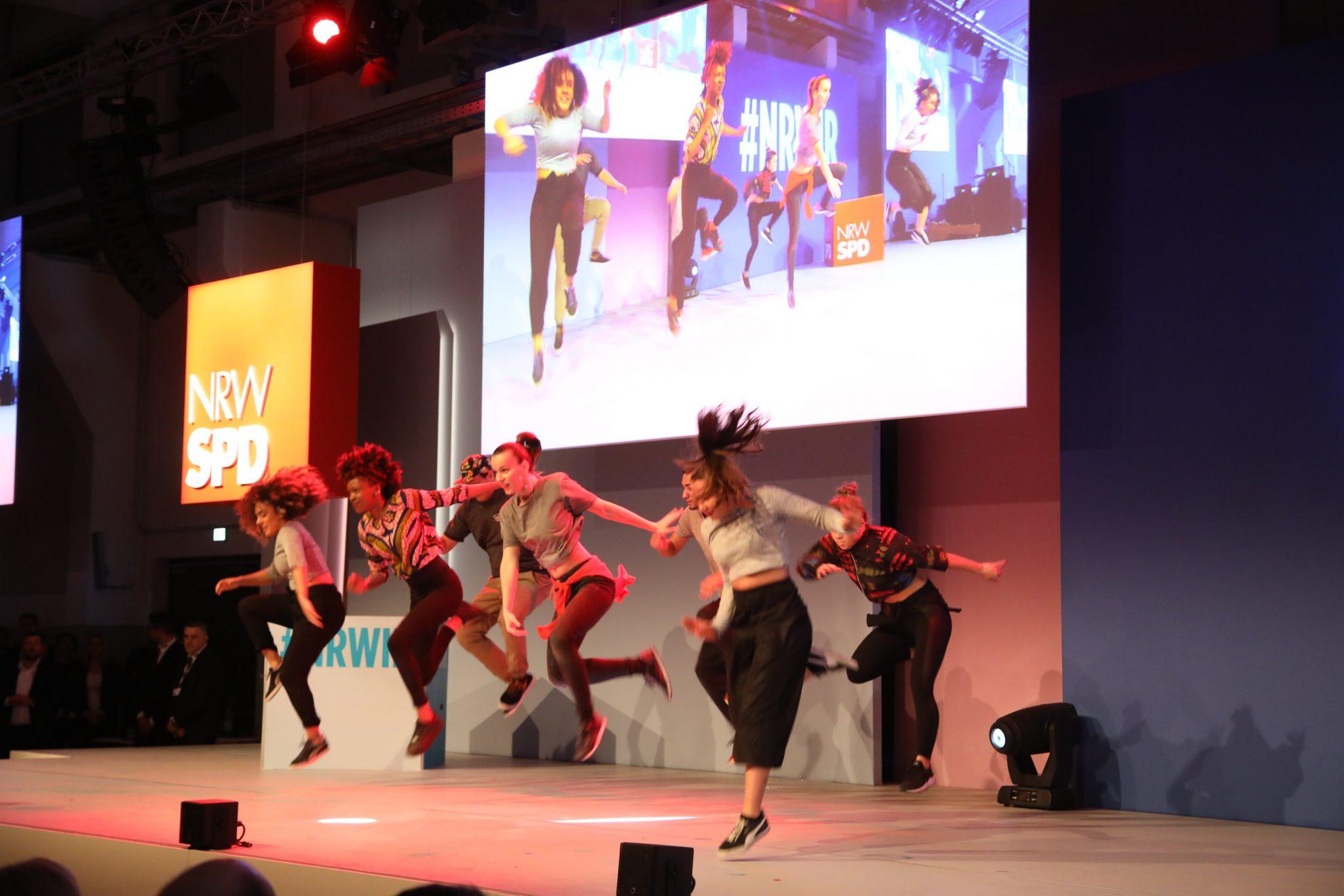 Foto der Gruppe Urbanatix bei einer Tanz-Performance bei #NRWIR