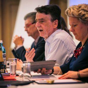 Michael Groschek und Svenja Schulze sitzen nebeneinander bei der Klausurtagung
