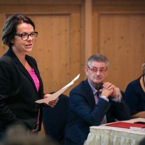 Nadja Lüders bei einer Rede auf der Klausurtagung