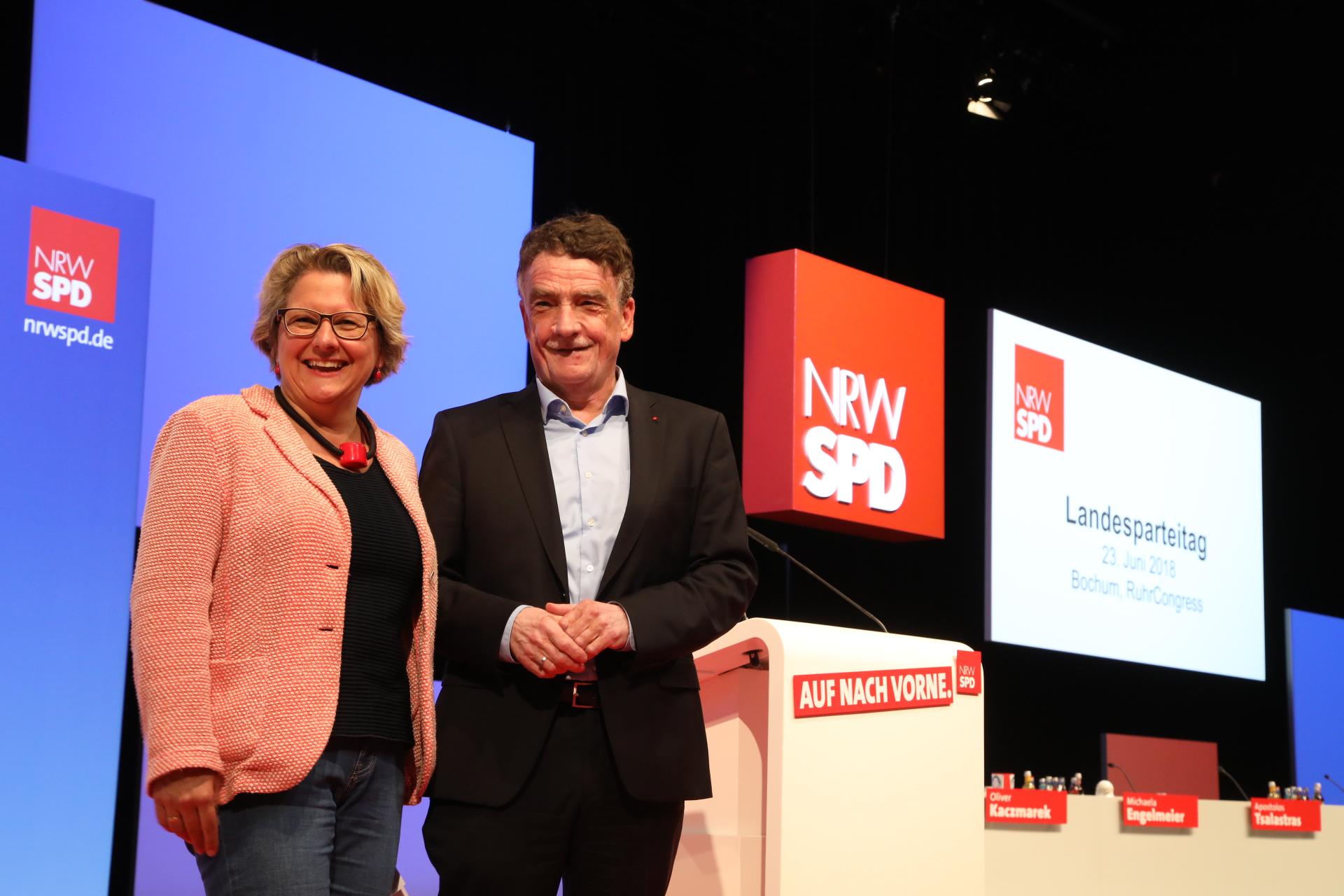 Svenja Schulze auf der Bühne auf dem Landesparteitag