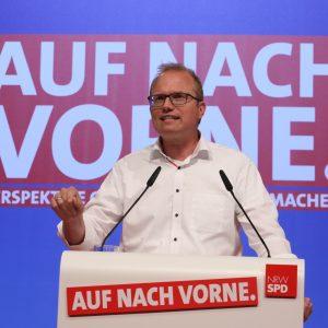 Jochen Ott hält eine Rede auf dem Landesparteitag