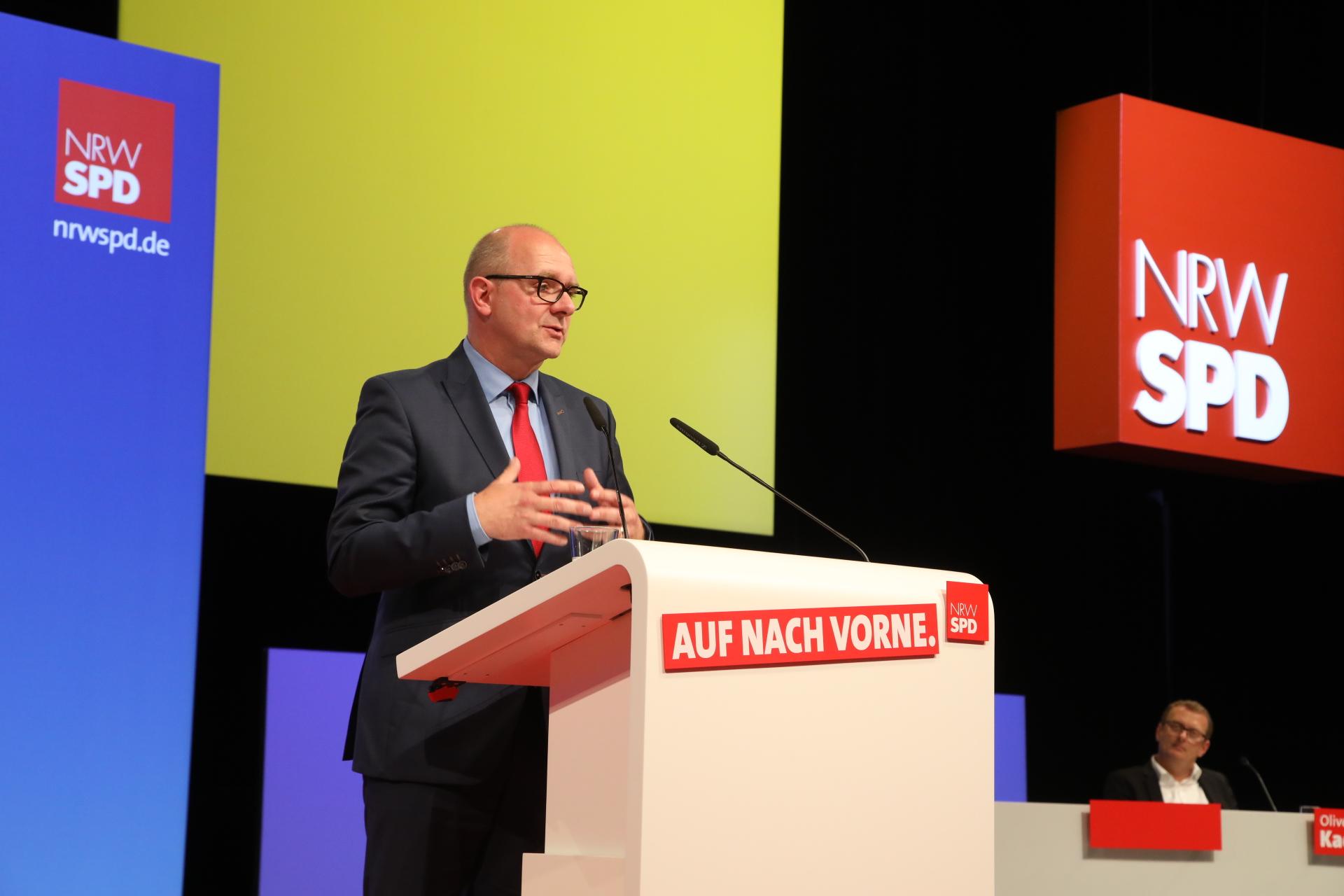 Andre Stinka hält eine Rede auf dem Landesparteitag