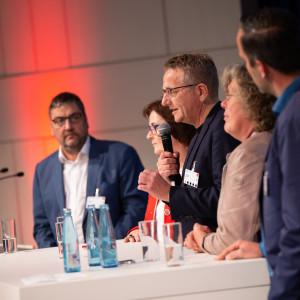Dietmar Köster hält eine Rede bei der Kandidatenwahl für die Delegiertenkonferenz