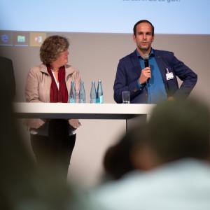 Arndt Kohn hält eine Rede bei der Kandidatenwahl für die Bundesdelegiertenkonferenz