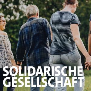 """Menschen laufen Hand in Hand Schriftzug """"Solidarische Gesellschaft"""""""