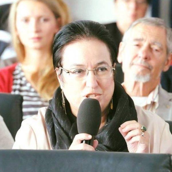 Panagiota Zachariadou-Boventer bei einer Rede