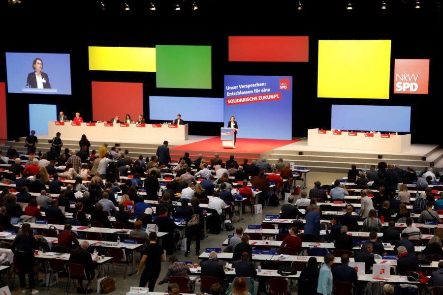 Nadja Lüders bei ihrer Rede vor den Delegierten auf dem außerordentlichen Landesparteitag 2019 in Bochum