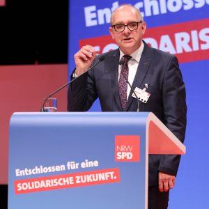 André Stinka bei seiner Rede auf dem außerordentlichen Landesparteitag 2019 in Bochum