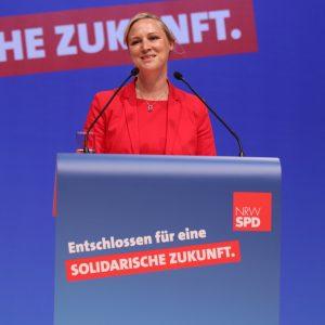 Dörte Schall bei ihrer Rede auf dem außerordentlichen Landesparteitag 2019 in Bochum