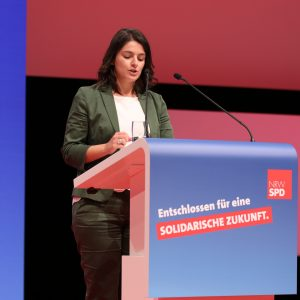Elvan Korkmaz bei ihrer Rede auf dem außerordentlichen Landesparteitag 2019 in Bochum