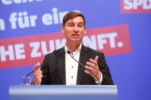 Sebastian Hartmann bei seiner Rede auf dem außerordentlichen Landesparteitag 2019 in Bochum
