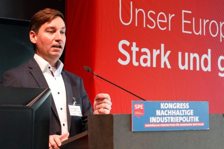 Sebastian Hartmann bei einer Rede auf dem Kongress Nachhaltige Industriepolitik