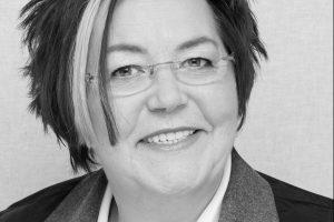 Porträtfoto von Gerda Kieninger in schwarz-weiß